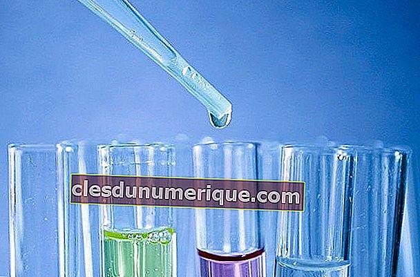 Formules chimiques et exemples de problèmes et leurs examens