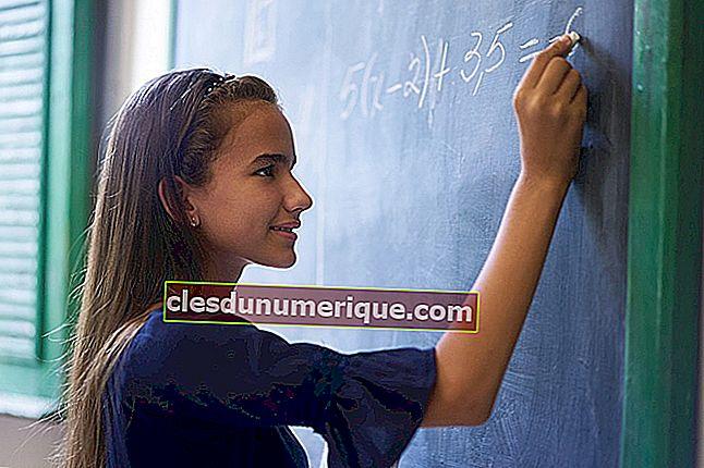 Système d'équations linéaires à trois variables et méthode de solution